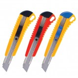 Нож канцелярский 18 мм BRAUBERG 'Standard', автофиксатор, цвет корпуса ассорти, + 2 лезвия, блистер, 230918